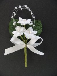 Hochzeitsanstecker Rosette WEISS  13602 mit Perlen, Schleife und Nadel